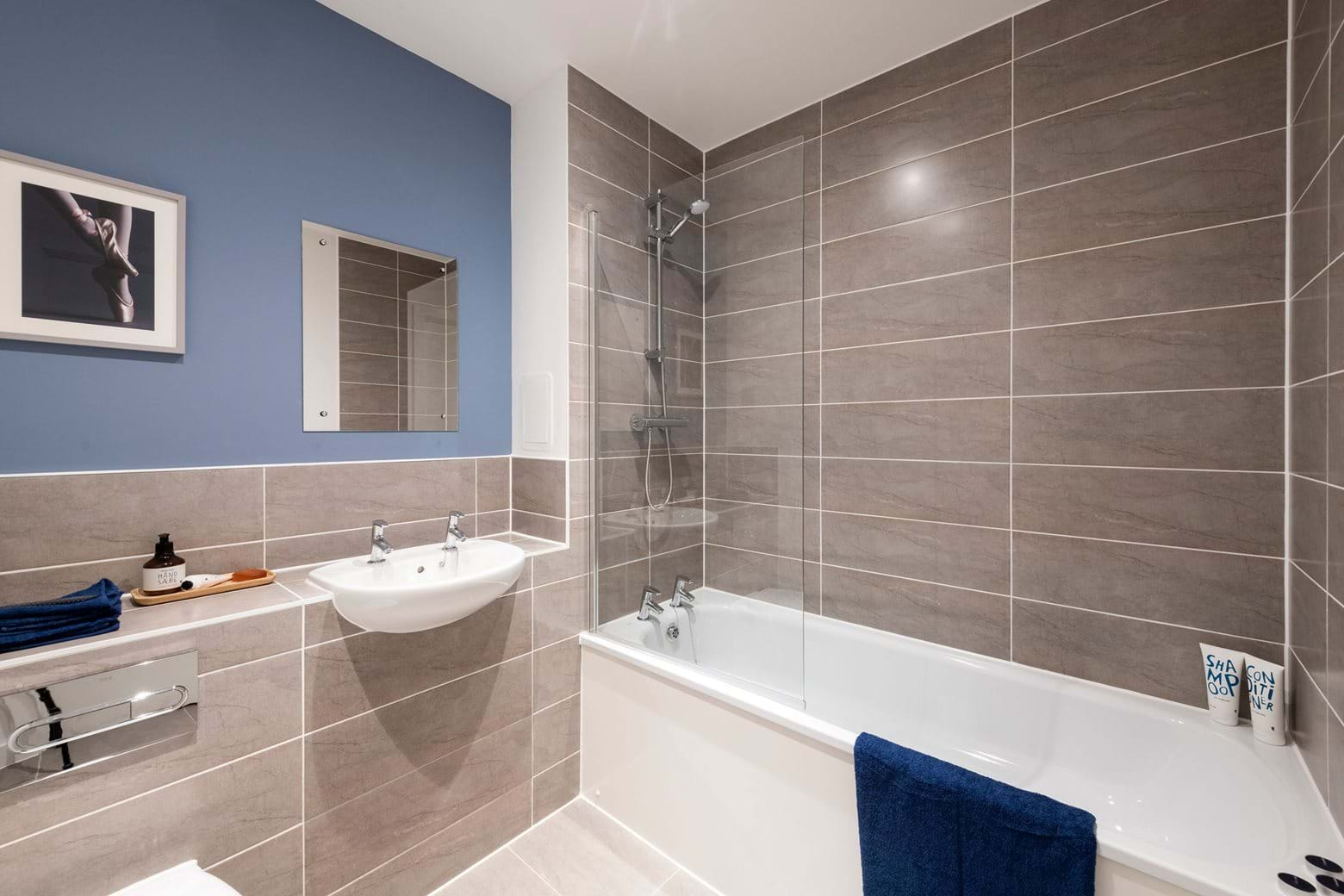 The Elmington Show Home Apartment - Bathroom